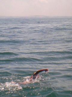 10時間泳ぎました。